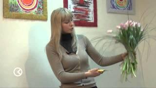 Как составить цветочную композицию своими руками?(Как своими руками составить изысканный весенний букет из тюльпанов и берграсса, рассказывает флорист-диза..., 2011-03-24T13:05:21.000Z)