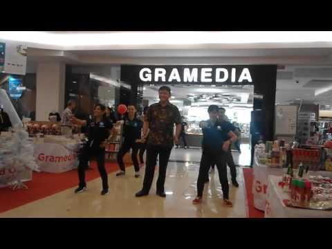 Flasmob Gramedia Sun Plaza Medan new Identity