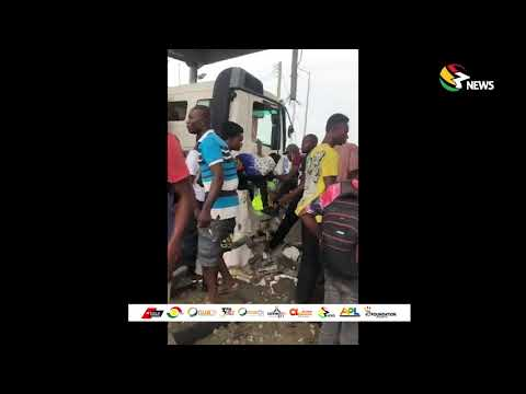 Tipper truck runs into tollbooth; two attendants reportedly dead