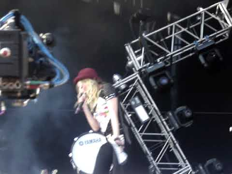 The Ting Tings - Katie White speaking Spanish (Pepsi Music 2009 @ Buenos Aires 08.11.09)