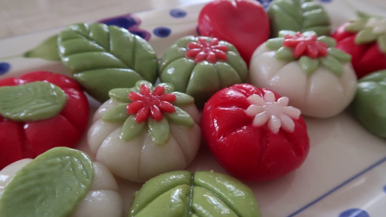Song pyeon - traditional rice cake dessert for Korean ...