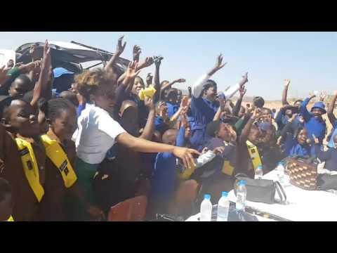 Watch young girls singing Amai Ndakanaka with Fungisai