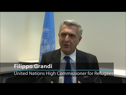 UN refugee chief presents new petition that urges solidarity and shared responsibility #WithRefugees