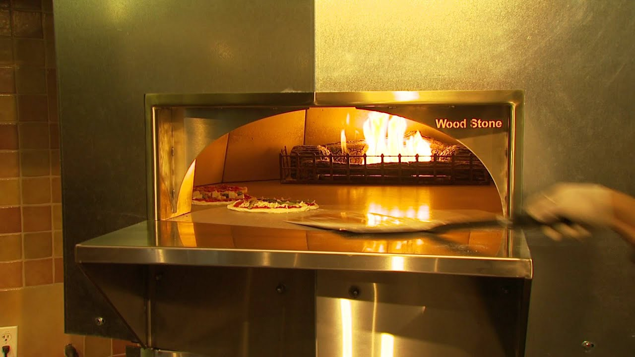 how to do pizza rotation for multiple pizzas in your pizza oven