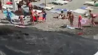 Слив отчистных на пляже в Сочи, бегите люди...