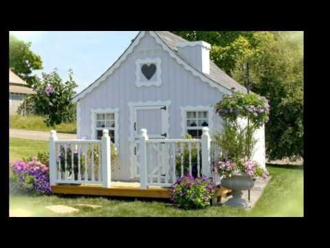 ein kleines m dchen kriegt ein spielhaus zum geburtstag doovi. Black Bedroom Furniture Sets. Home Design Ideas