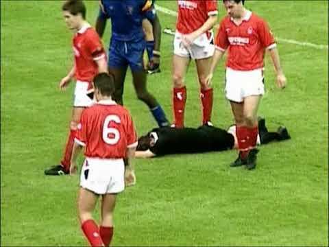 Les moments les plus drôles du football ! (The best football funnies ever!)