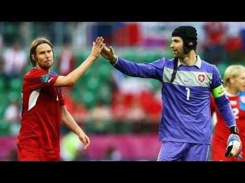 Czechs seal vital win despite Cech howler
