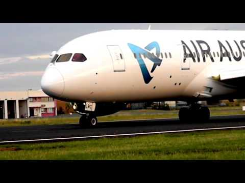 Landing Air Austral Boeing 787-8 Close up !! Mayotte