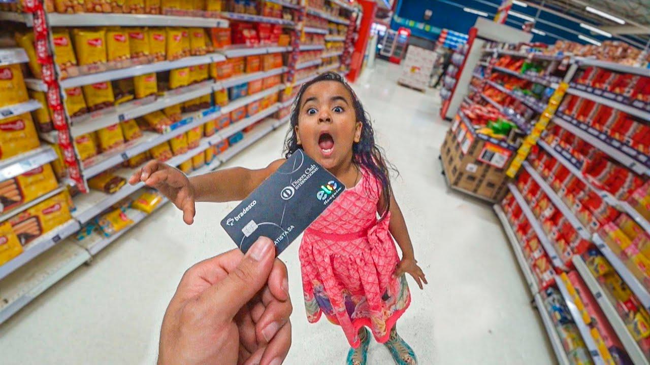 Dei meu cartão de credito pra uma criança comprar tudo no mercado