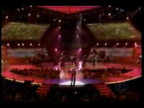 Reba McEntire sings for Barbara Mandrell on ACM Special