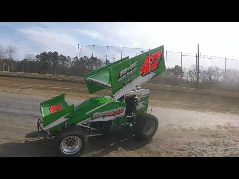 Sprint car practice at New Egypt Speedway