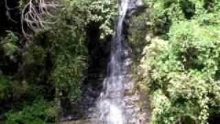 養老渓谷でいちばんの観光の名所「粟又の滝」とその周辺の滝をめぐる遊歩道へ。 今回、いちばん観光っぽい動画かもしれません。