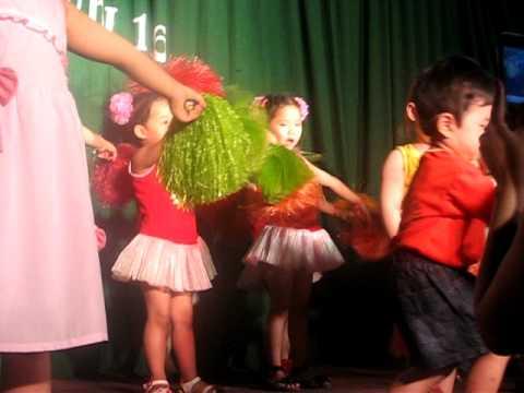Múa tập thể: Đu quay & tập thể dục - Đồng Mai Thùy