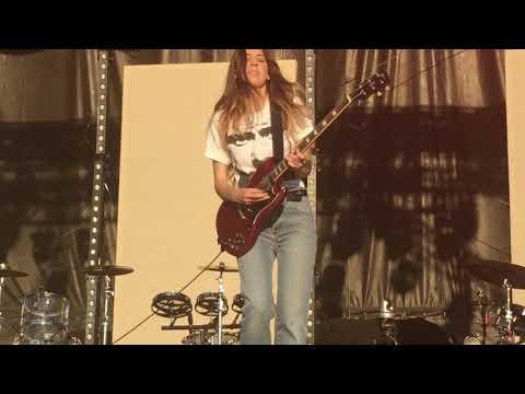 Danielle HAIM guitar solo - Little of Your Love live Music Midtown 2017