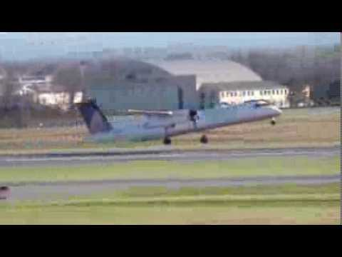 United Express Dash-8 Q400 Takeoff