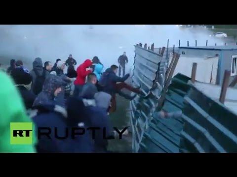 Ukraine: Violence erupts in Kiev as protesters clash over 'illegal' building