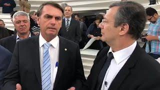 Nos bastidores do Roda Viva, jornalista tenta difamar Bolsonaro e recebe um show de simpatia