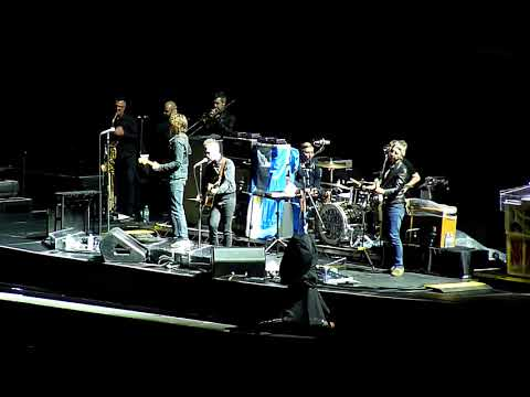 Noel Gallagher's High Flying Birds Live Argentina -  Half The World Away