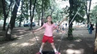 В парке качелей