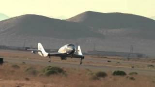 ヴァージン宇宙船、初の単独飛行に成功