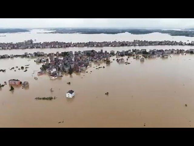 <span class='as_h2'><a href='https://webtv.eklogika.gr/kina-kataraktodeis-vroches-kai-plimmyres-megali-epicheirisi-diasosis' target='_blank' title='Κίνα: Καταρακτώδεις βροχές και πλημμύρες - Μεγάλη επιχείρηση διάσωσης…'>Κίνα: Καταρακτώδεις βροχές και πλημμύρες - Μεγάλη επιχείρηση διάσωσης…</a></span>