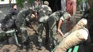 Военные Черноморского флота помогают жителям Керчи и Ялты