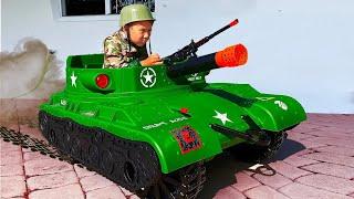 Senya يقود دبابة ، ويلعب الجيش ويطارد أبي