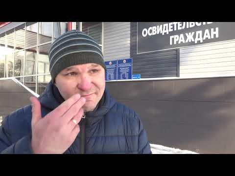 Мужчина рассказывает о дтп на парковке Мегамолла