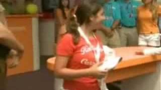 EXTRA Maria Sharapova signing autographs after her injury