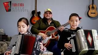 Jose y Mia-(Tocando y cantando) La del moño colorado