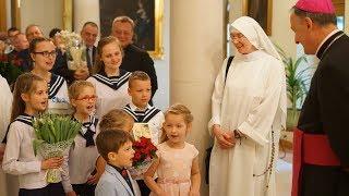 Dzieci i młodzież z Nowego Sącza u Biskupa Tarnowskiego w dniu imienin