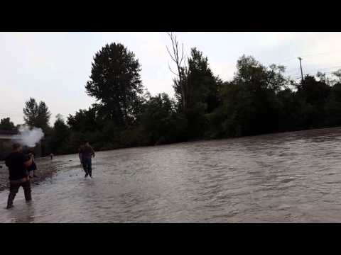 2015 puyallup river 14 lbs chinook salmon youtube for Puyallup river fishing