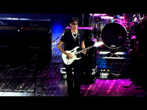 Resultado de imagen de G3 Live in Moscow - Full Concert 05.08.2012 - Steve Morse, Steve Vai, Joe Satriani