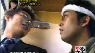 小倉優子ちゃんが短パン、キャミソール姿でマッサージを受けています。 ...
