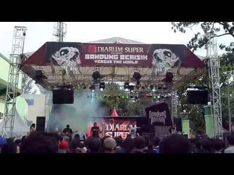 ((AUMAN)) - WKGG Live at Bandung Berisik 2013