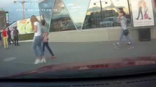 Драка у ТЦ «Барс» на Московском шоссе попала на видео