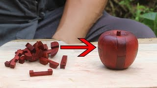 Grandpa made an apple-shaped Luban lock, a small wooden block combination, which is wonderful.