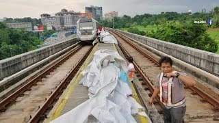 Billboard canvas blown off and causes MRT service disruption