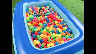 The Ball Pit Show for learning colors! Children and Toddlers educational video from LaLa Kids TV