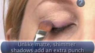 How to wear bright eye shadow Thumbnail
