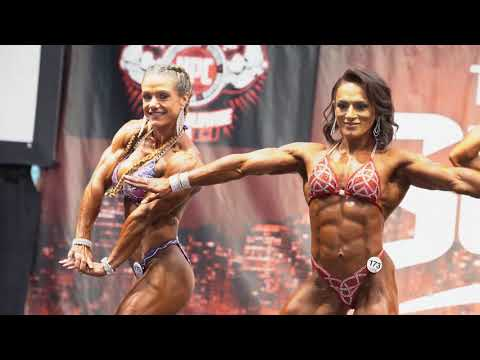 2019 IFBB Toronto Pro Bodybuilding Championships - Women's Physique Posedown (4K)