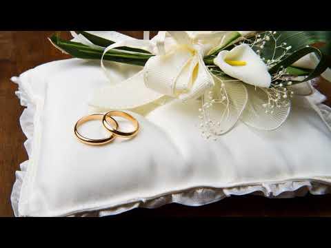 Почему обручальные кольца носят на безымянном пальце правой руки?
