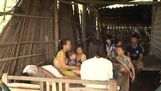 Gia cảnh gia đình có 10 người con khi trụ cột không còn khả năng đi đứng 😢