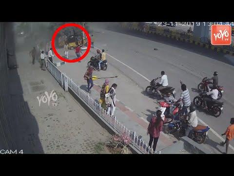 కారు ఎలా అయిపోయిందో చూడండి Hyderabad Gachibowli Biodiversity Flyover Car CCTV Footage | YOYO TV