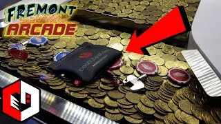 Beats Headphones In a Coin Pusher!! Beats by Dre Earbuds at Fremont Arcade in Las Vegas
