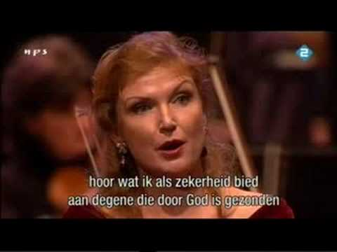 Anne Schwanewilms-Elsa-Lohengrin (act 1)