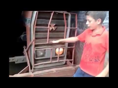 Menino vira hit na internet após gravar vídeo com trator (2)