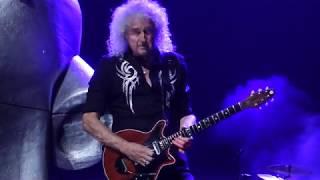 """Queen + Adam Lambert perform """"Killer Queen"""" at T-Mobile Arena, Las ..."""