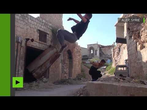 Les jeunes rivalisent d'agilité dans les ruines d'Alep pour un parkour endiablé (VIDEO)